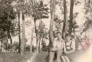 Marian Zimnicki ze Stanisławą Pułkotycką, Bielawy k. Łowicza, lipiec 1944